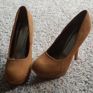 Platform suede like heels